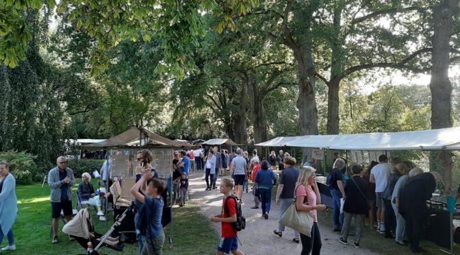 Bezoekers aan de kunstmarkt op Kunstmarkt De Bilt 2019
